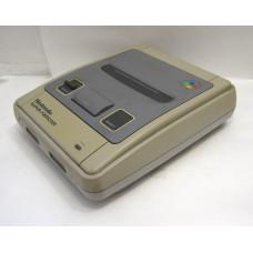 Super Famicom konsol, något gulnad (tidig modell)