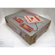 Box till Famicom tidig modell (sliten)